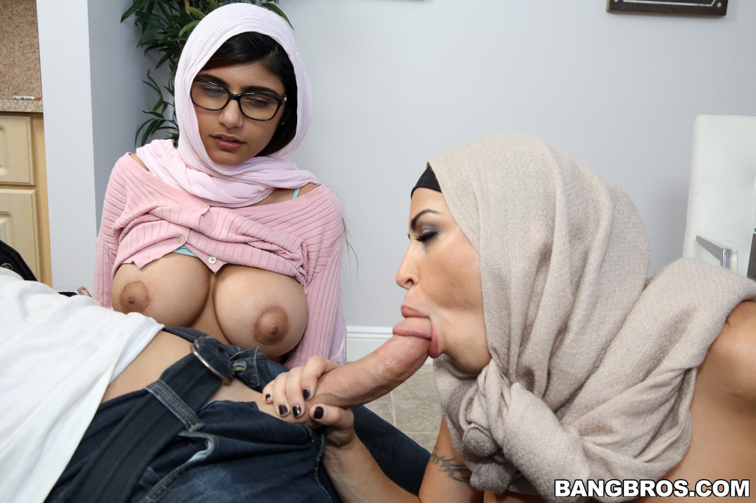 Big-boobed indian whores spunking for..