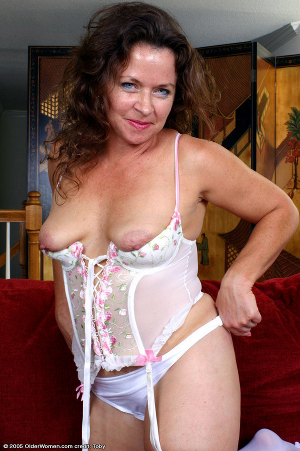 Middle-aged Candy flashes her gigantic..