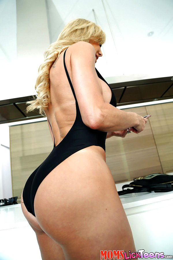 Light-haired mother Brandi pulling out..