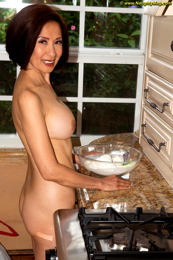 Mature Japanese doll Kim Anh bakes in..