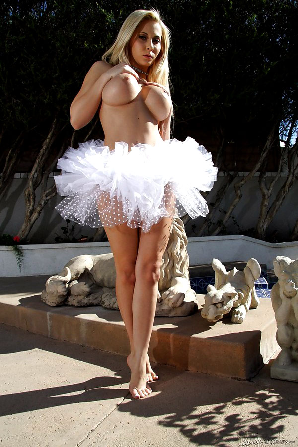 Glamorous mummy porn industry star..