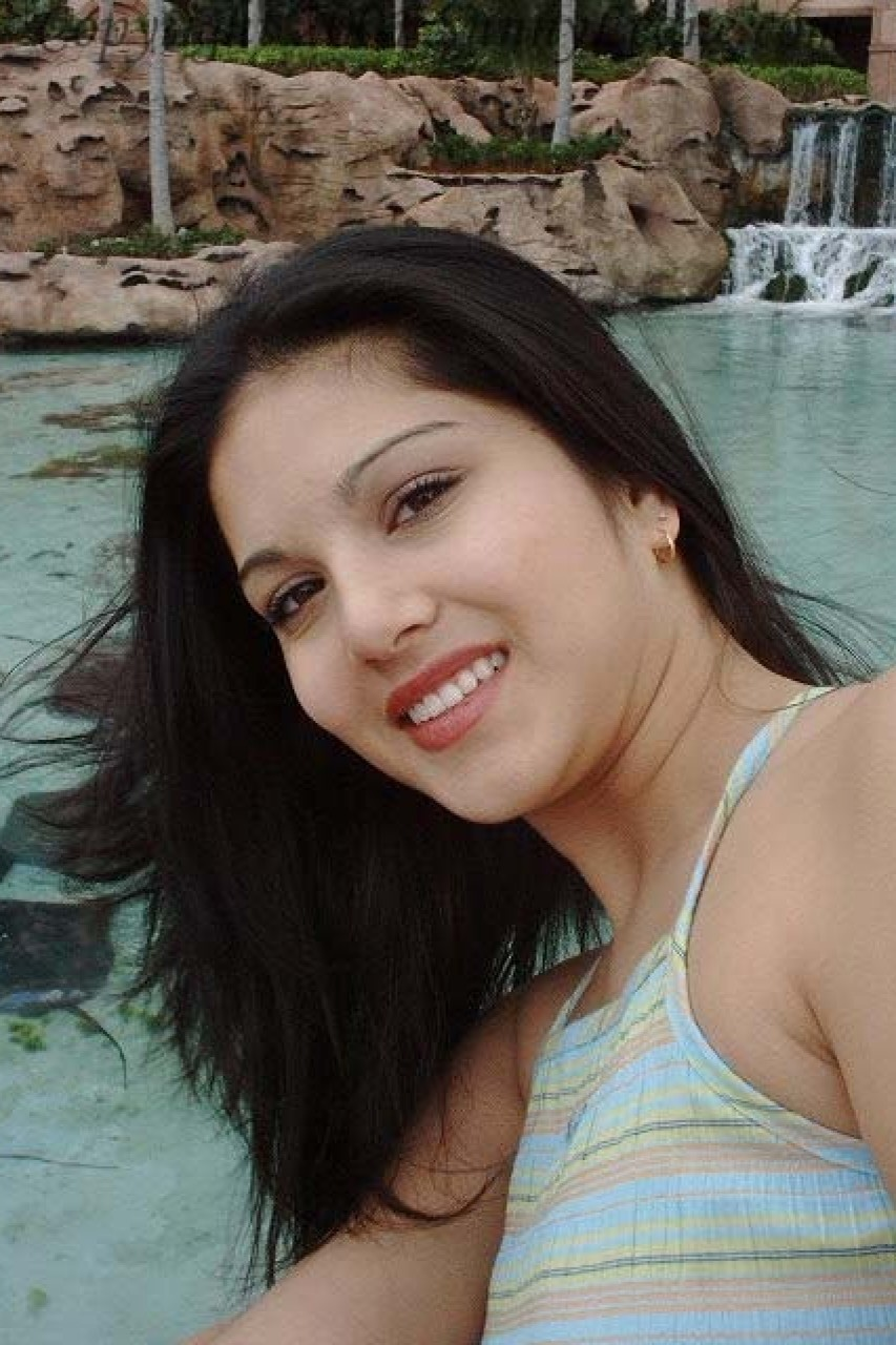 Indian honey Sunny showing upskirt in..