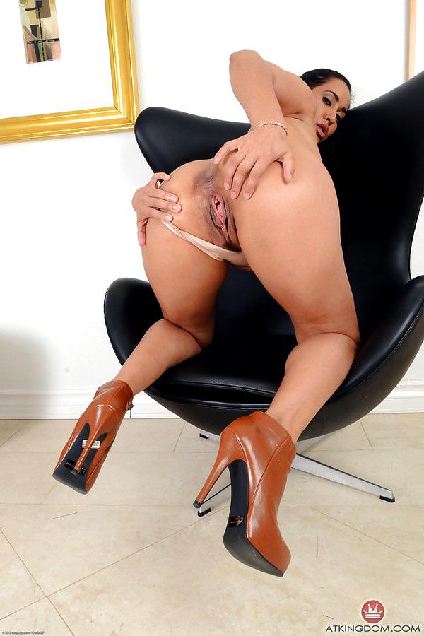 Huge-titted Latina Mummy Isis Enjoy..